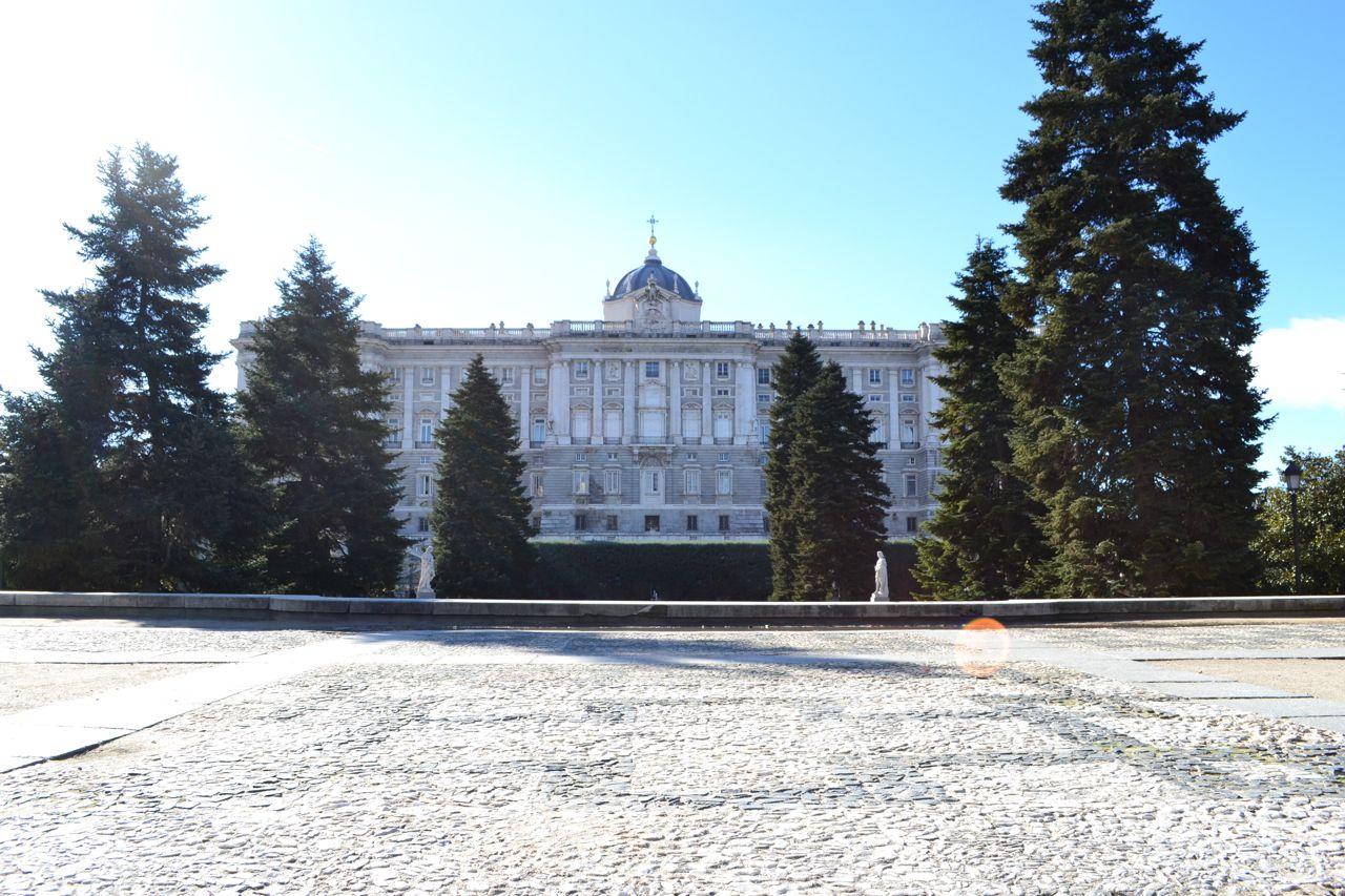 Katedrale_Almudena_funkloch_Madrid