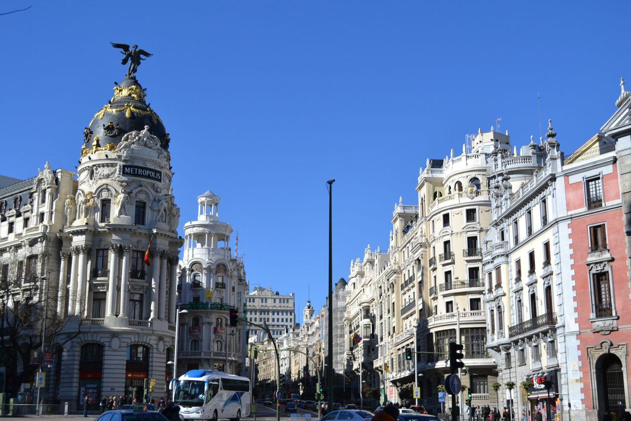 Metropolis_Gebaude_Tag_funkloch_Madrid