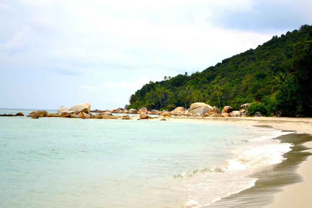 Sandstrand auf der Insel Pulau Babi Besar