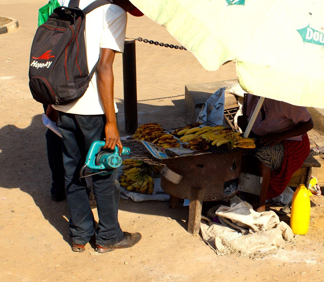 Gegrillte Banane auf dem Markt