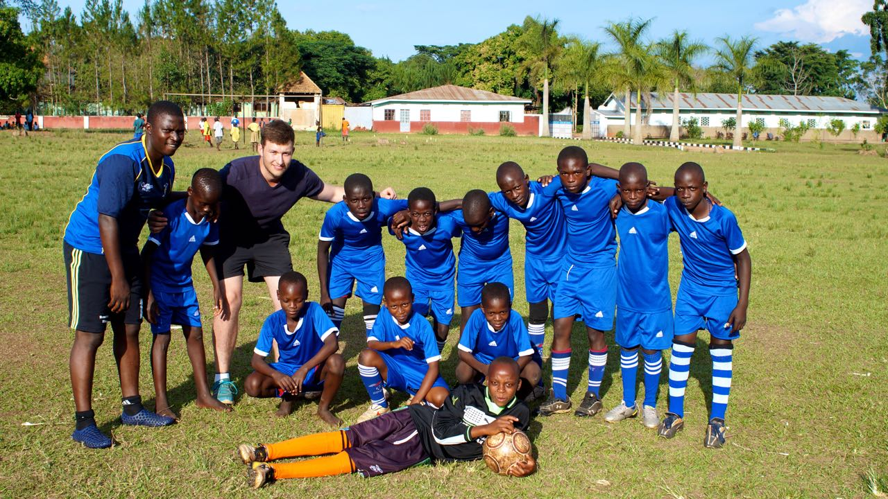 Team Muzungu beim Fußballspiel in Uganda