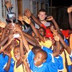 Siegerehrung beim Fußballspiel in Uganda