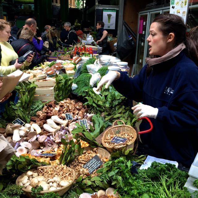 Gemüse, Obst, Gebäck und deftiges. Alles auf dem Borough Market.