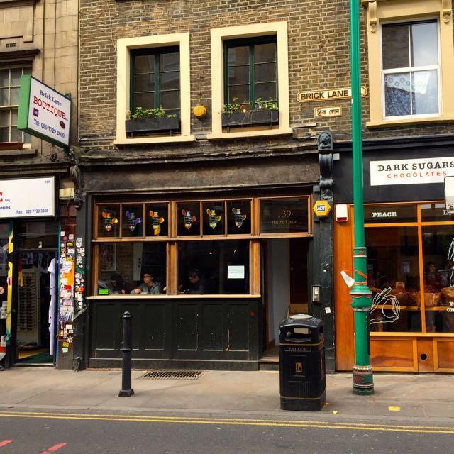 Cerealien und Milch im Cereal Killer Cafe in London