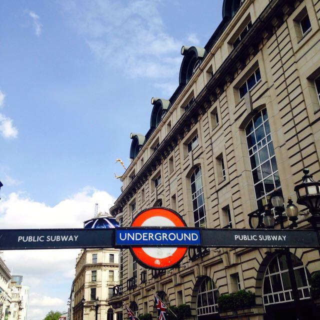 Mit der U-Bahn durch London.