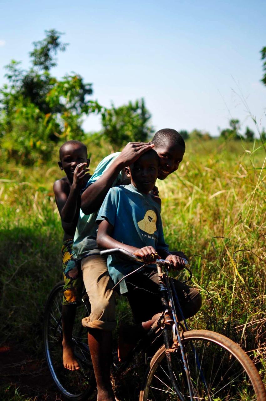 Kinder-Fahrrad-Uganda