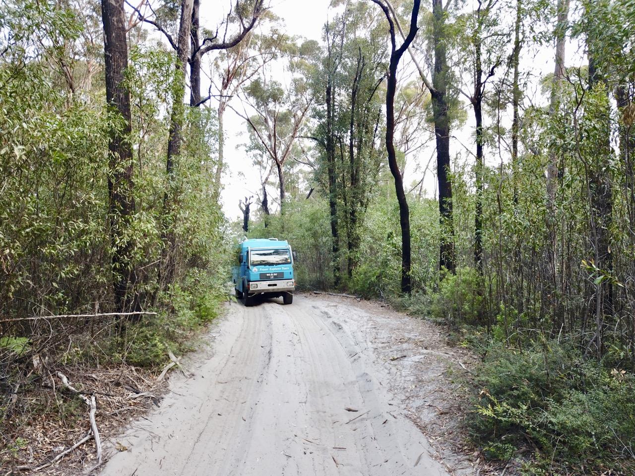 Bus mit Allradantrieb auf Fraser Island