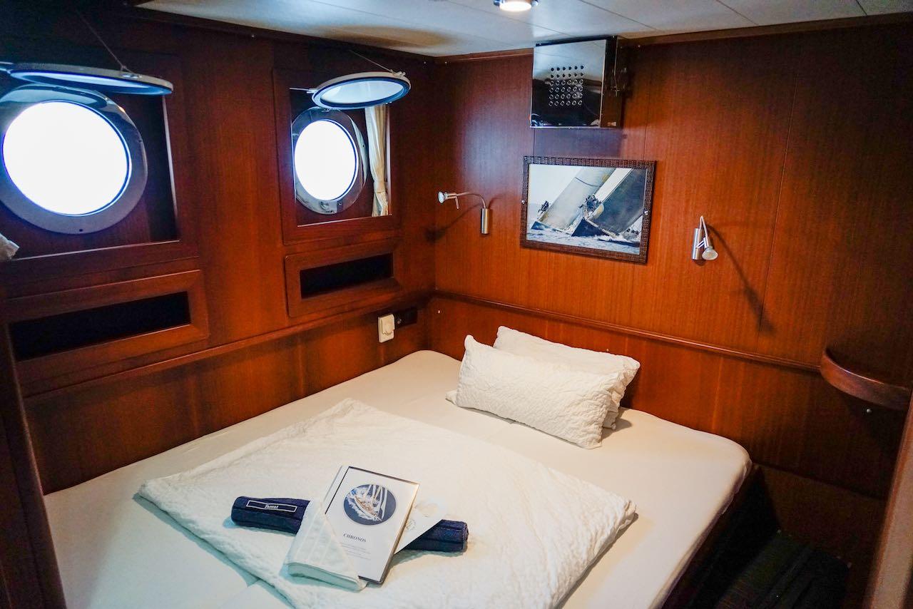 Üppige Kajüte auf der CHRONOS von Sailing Classics