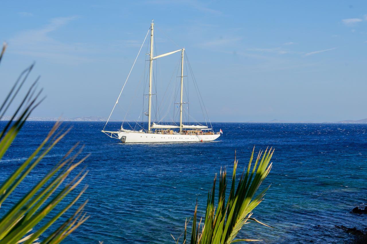 Segelurlaub: Segelschiff vor Anker